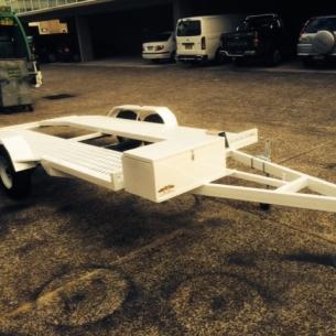 white-car-trailer