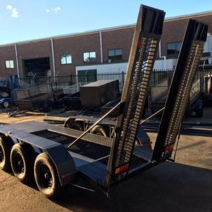 t230-tri-axle-rear